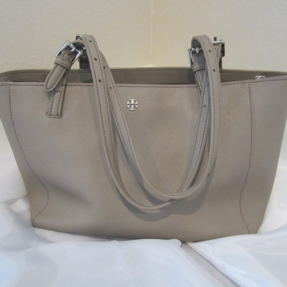 7fe53c591a7a Tory Burch Small York Buckle Tote French Gray. M 5ac619733a112e09b58efeef